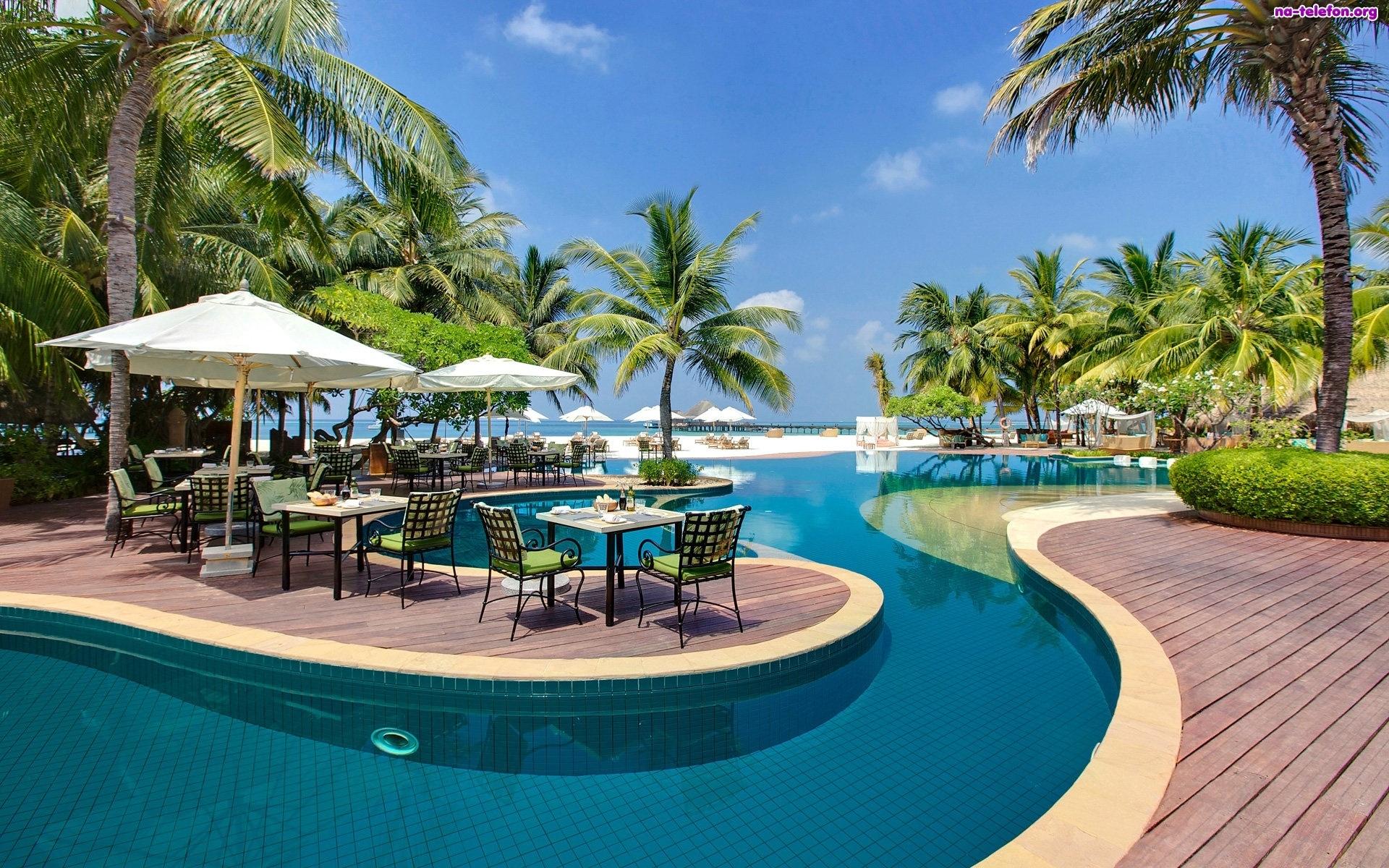 basen-kurort-malediwy-hotel